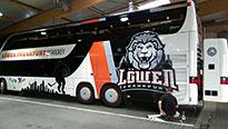 Teambus im Löwen-Design